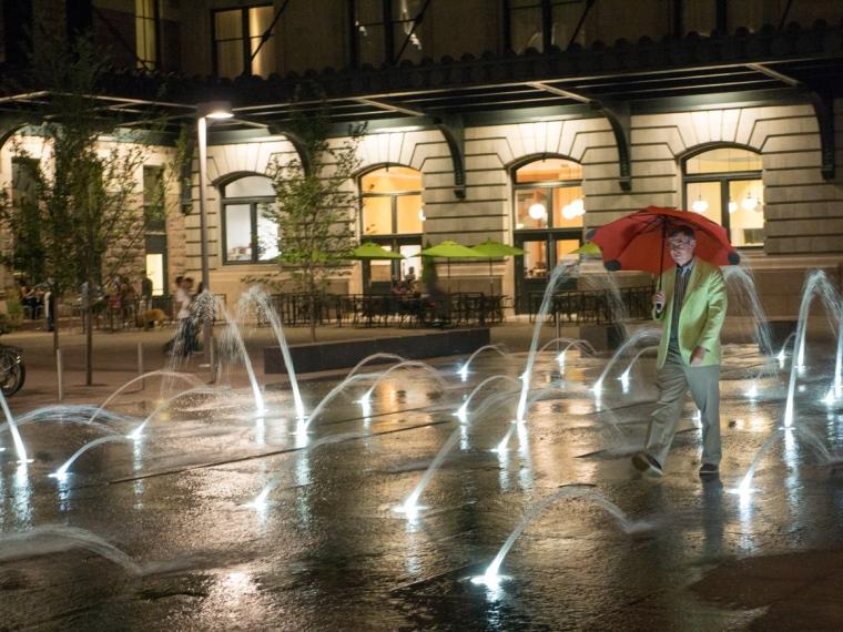 Fountains Pete night